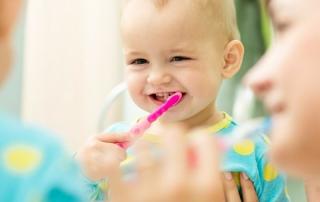 barnens tänder borstas