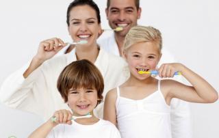 Borsta tänderna på ditt barn